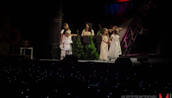 «Карнавальна феєрія» на «UA:Першому»: співають діти відомих людей