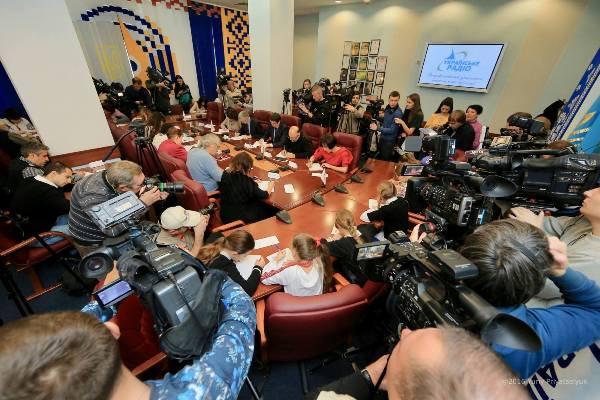 5 листопада – прес-конференція з приводу радіодиктанту єдності