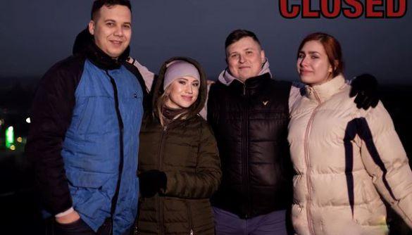 Весь колектив ранкового шоу на каналі «UA: Донбас» у прямому ефірі написав заяви про звільнення