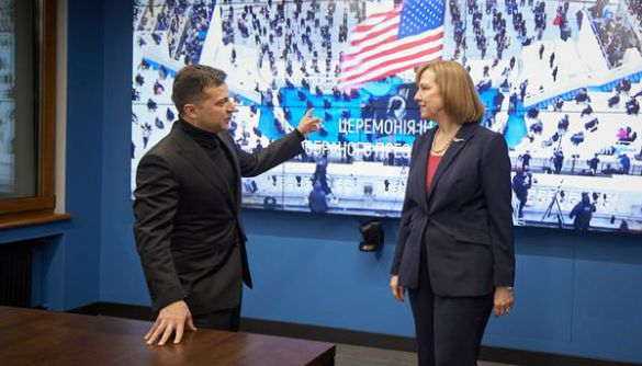 Зеленський, Єрмак та тимчасова повірена у справах США Крістіна Квін дивилися інавгурацію Байдена на Суспільному