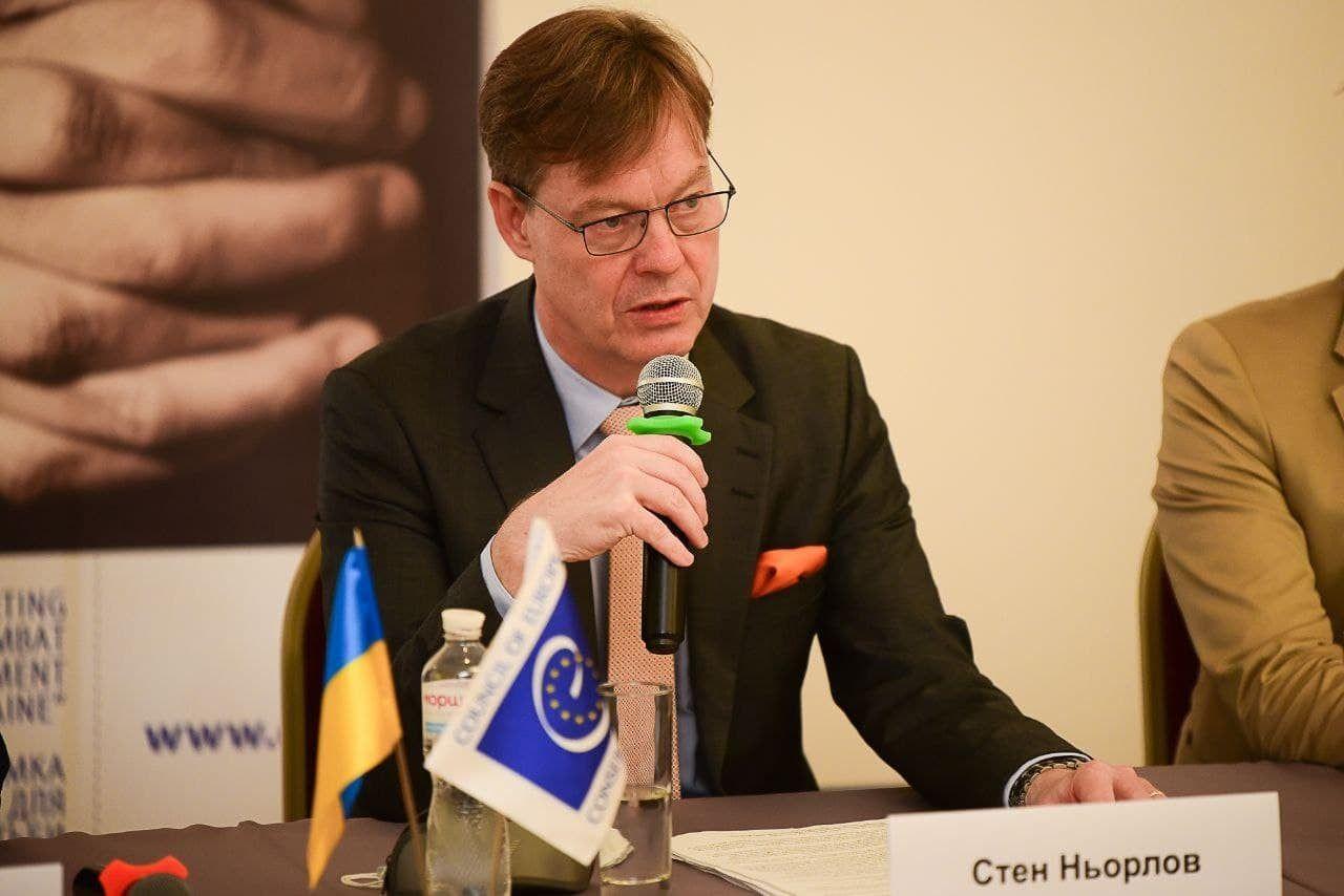 Голова Офісу Ради Європи в Україні закликав дивитися місцеві телеканали, зокрема філії НСТУ